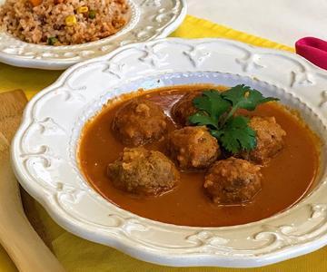 Albondigas en Salsa de Chile Chipotle / Mexican Meatballs with Chipotle-Tomato Sauce