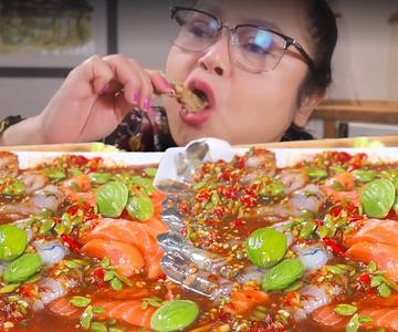 Camarones gigantes marinados y acompañados con pla ra y salmón fresco 🔥🔥🔥 | Yainang