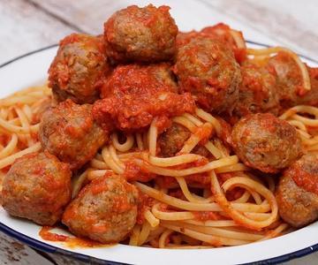 ESPAGUETIS CON ALBÓNDIGAS | Con salsa de tomate casera